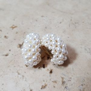Jewelry - Vintage clip on pearl earrings